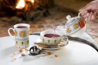 "Gilde Porzell Tea for one""Blütenkranz""  farbig/grau, in Geschenkverpackung L= 18 cm B= 17 cm H= 15cm  cm"