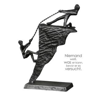 """Casablanca Design-Skulptur """"Adventure"""" Eisen . silberfarben . Antikfinish 2 Bergsteiger auf Felsen mit Spruchanhänger H: 18 cm B: 16 cm T: 5.50cm 84117"""